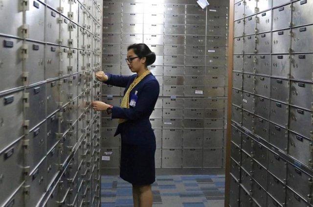 Menyimpan Emas di Safe Deposit Box