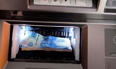 7. Masukkan Uang ke Mesin Setor Tunai ATM BNI